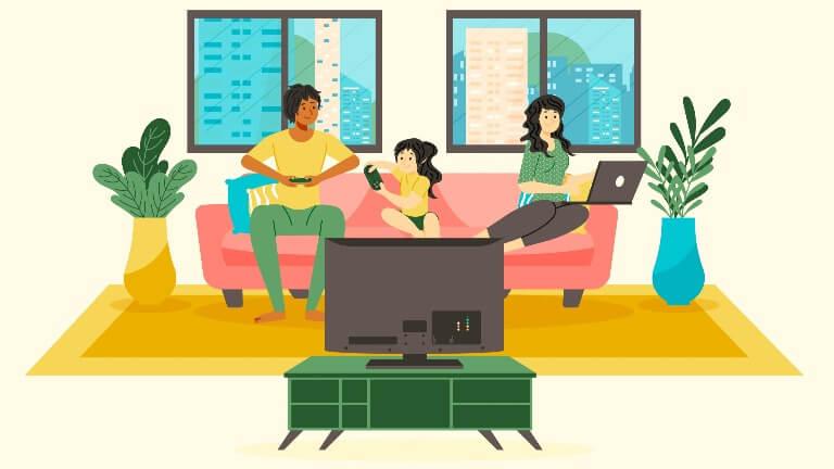 リビングでテレビを見る家族